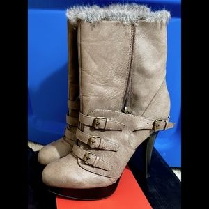 📣G by Guess📣Taupe fur-lined ankle booties